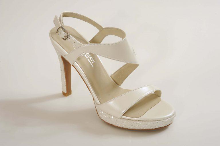 נעליים לבנות נעלי ארו