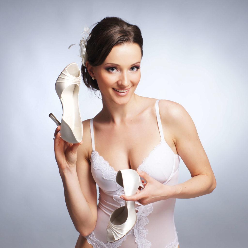 נעליים לבנות - נעלי ארו